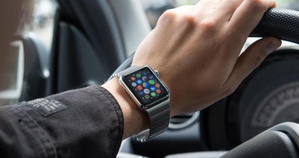 Apple-Watch-Auto-Andrea-Warnecke.jpg