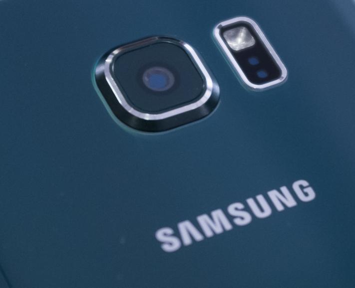 Galaxy-S6-Pulsmesser-Rückseite.png
